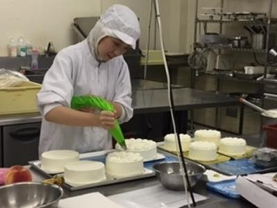 経験を活かして、ケーキや焼菓子の製造でご活躍ください。
