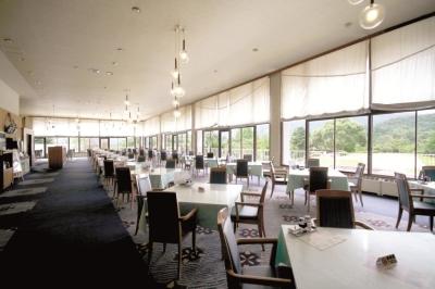 <月7~8日休み/残業は月30H程度>ゴルフ場のレストラン/母体は全国に140施設を運営。和洋中、パーティ対応など幅広い調理スキルをみがけます◎プレイ優待あり!