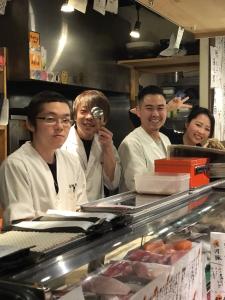 今後も店舗展開を考えている成長企業で、一緒に働きませんか?ゼロから寿司職人をめざしたい方も歓迎!