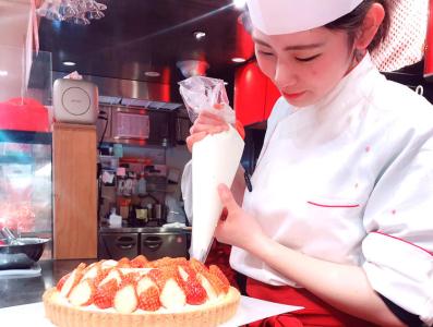 心斎橋駅から徒歩3分!テイクアウト&カフェのお店でシェフパティシエの募集です