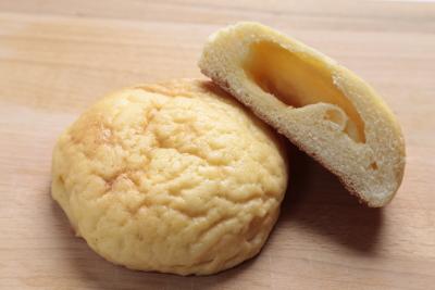 テレビに頻繁に取り上げられるメープルメロンパン。もちろん大人気商品です。