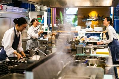 地元九州の旬を味わえるレストランやダイニングで調理スタッフとしてご活躍ください◎