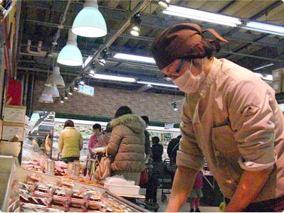 山口県各地にあるお惣菜店での店長候補!定着率日本一を目指す企業で、腰をすえて働きませんか?