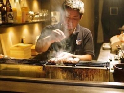 北新地にオープンする「熊の焼鳥」のオープニングを盛り上げてくださるキッチンスタッフを募集します。