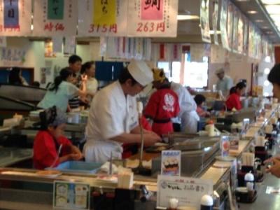 未経験者や経験の浅い方にも丁寧に指導しますので、一人前の寿司職人を目ざせます