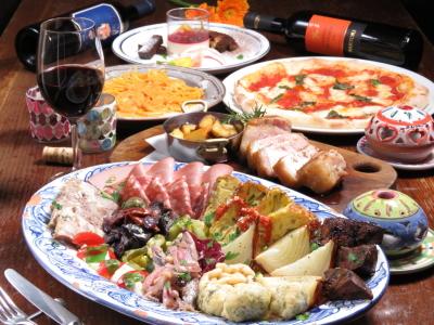 食材は地元・横浜のものを使用。ワインによく合うバラエティ豊かなメニューを取り揃えています。