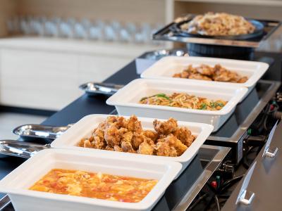 北海道らしい食材も多く盛り込み、彩り豊かに。朝の活力になる和洋ビュッフェを提供します。