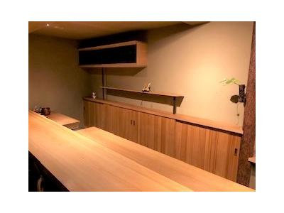 """京都の隠れ家的なお店で、一流の和食料理人を目指しませんか?本格的な京懐石からカジュアルな創作料理まで、幅広い""""和""""の職人技が学べる!"""