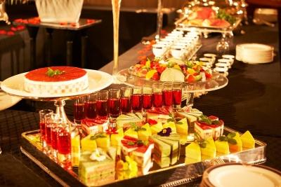 大阪・十三のシティホテルで、スチュワードを募集中。銀器や繊細な陶器などを管理するお仕事です!