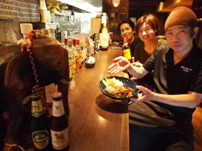 タイ人スタッフも活躍中。総勢12名の20~50代の幅広い層でお店を運営しています