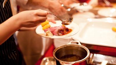 バンケットキッチンでは、各種宴会・パーティーの小〜大人数向けの調理をお任せします