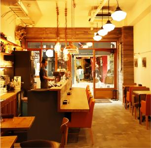 神戸元町にある、ロティサリーチキンが看板メニューのカフェレストランで働きませんか?