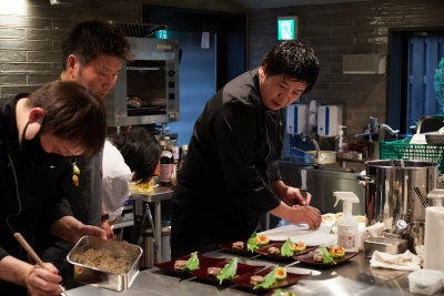 料理監修に日本料理『傳』の長谷川、シェフにはパリなどで腕を奮ってきた友森と、錚々たるメンバーが集結!