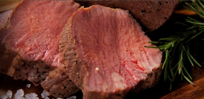 国産黒毛牛のグリルなど上質肉&種類豊富なワインを気軽に楽しめます