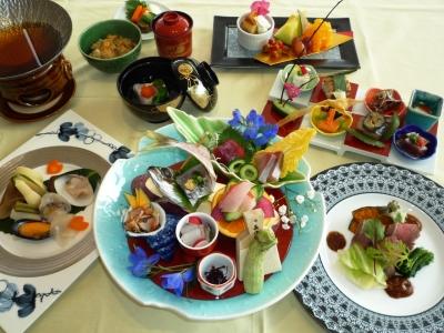 館山湾で水揚げされた魚介類や、地産食材をふんだんに使ったコース料理を提供。