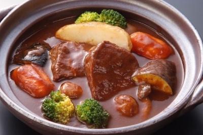 口の中でとろける牛タンがやみつきで、リピーターも多いシチューも人気メニューの一つです。