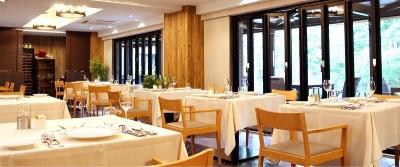 軽井沢のリゾートホテル内にあるレストランで、ホールスタッフを急募!