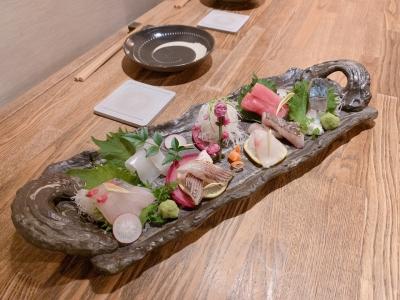 とれたての魚料理など、毎日新鮮な食材を扱うことができ、自然と目利きのチカラと調理技術が身につくはず!