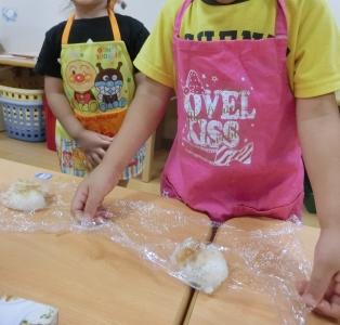 子どもたちも私たちと一緒に料理をすることも。食事の大切さを学び、育んでいます