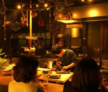 全国各地の銘酒を豊富にラインナップしたお店を運営。日本酒などのお酒にも詳しくなれます。