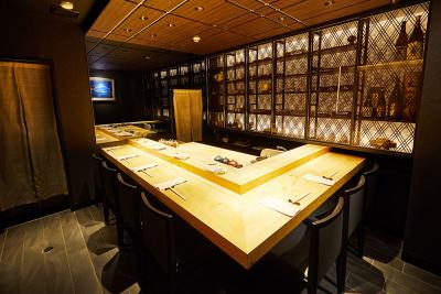 職人歴20年以上の板長による絶品鮨が人気の「鮨Shizuku」が、3月に姉妹店をオープン!