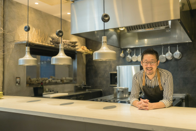大阪・福島のフレンチレストラン「ad hoc」。2016年にミシュラン一つ星を獲得しました。