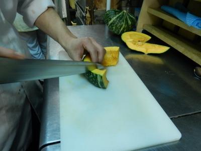 熟練度に合わせた研修で、調理人としての幅も着実に広がります