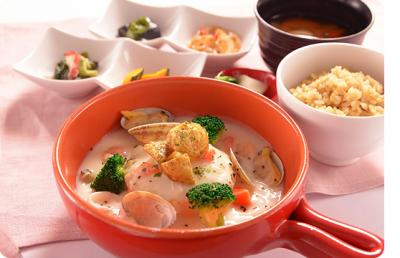 玄米、肉、魚、野菜をバランスよく使った定食の数々。
