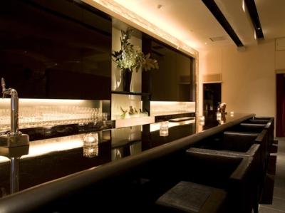恵比寿で展開するシャンパンバー・シャンパンカフェ2店舗で、新たなメンバーを募集します。