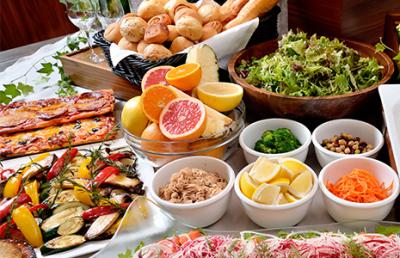 旬野菜やフルーツ、天然酵母のパンなど、こだわりの素材を使っています