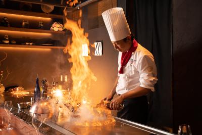 料理人たちの技術の粋を集めて最高の料理を提供している鉄板焼き店、『虎幻庭』。