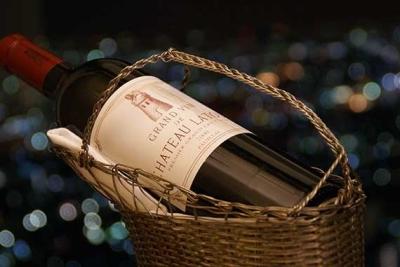 貴重なワインなど豊富に取り揃え、提供しています