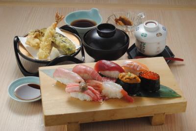 寿司、天ぷらなど、多彩な和食の調理スキルが身につきます。