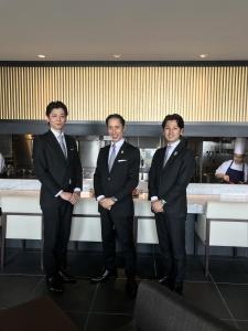 世界のVIPが訪れる新宿のフレンチレストランで、サービススタッフ募集!
