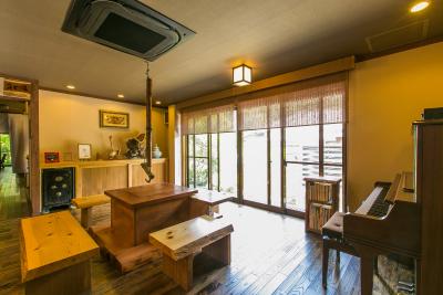 湯布院は湯平温泉に佇む「癒しの宿 鷹勝」で、ホールスタッフを募集します。