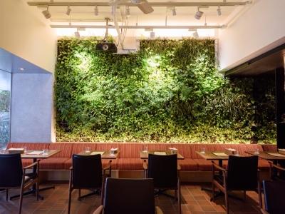 【時給1,200円~1,500円・昇給あり】空間や調度品までこだわった上質な空間がひろがる、六本木の創作レストランで働きませんか!週2日・1日5時間からOK♪