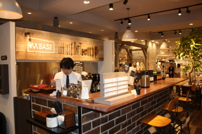 神戸大丸内にある「M BASE BAR」でアルバイト♪