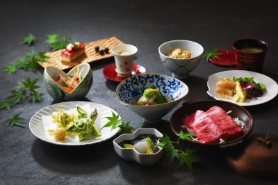 様々な年代、国々の方々のために、多様な料理を提供しています。