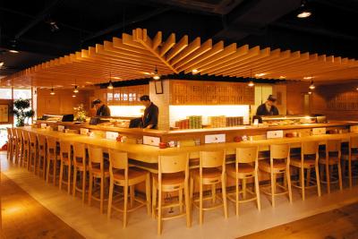 多くの方に和食を楽しんでほしいという思いから、確かな腕の職人を育てることにも力を入れています。