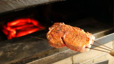 特選但馬牛を炭火で丁寧に焼いたステーキが-期のランチコース1万5,000円~などのコースがメイン!