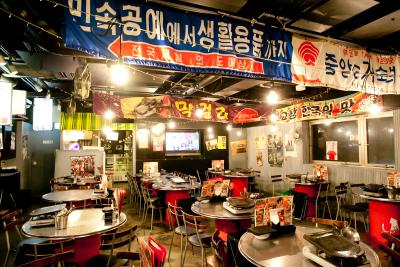 今話題の韓国料理店「韓豚屋」を始め、各店舗とも国産の食材にこだわり、安心安全な料理を提供しています。