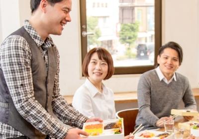 おいしいロケ弁としてメディアに登場しているお弁当宅配サービス。大阪支社で、営業職を募集しています!