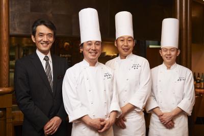 東京・八王子にある鉄板料理店で私たちと一緒に働きませんか?未経験の方も丁寧にお教えします。