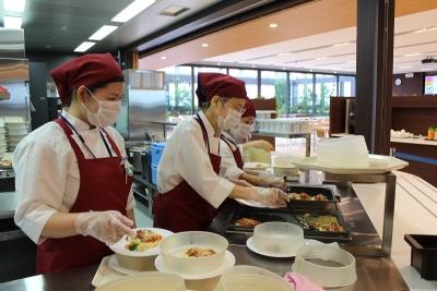 女性スタッフ活躍中!育児休暇を経て復職するスタッフも多数。長く安心して働き続けられます。