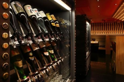 <和食居酒屋>日本酒セラーもあり、日本酒にも詳しくなれます。