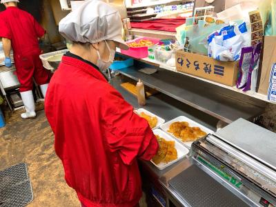 惣菜部門または、鮮魚部門のいずれかへの配属となります。