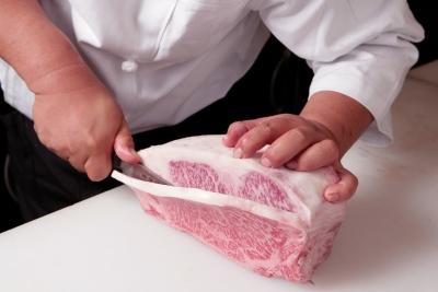 A4クラス以上の国産黒毛和牛を一頭まるごと仕入れる、こだわりの焼肉店。
