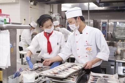 病院や社会福祉施設などでの食事提供をになう、調理スタッフ!