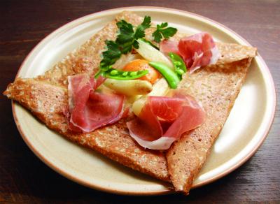 私たちが提供しているのは、ブルターニュ地方の伝統料理・そば粉でつくるガレットです。