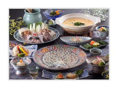 下関といえば「ふく」!地元の新鮮な食材を取り入れて、旬のお食事を提供します。